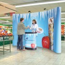 Pop Up Display Magnet mit Transporttrolley als Promotion Counter
